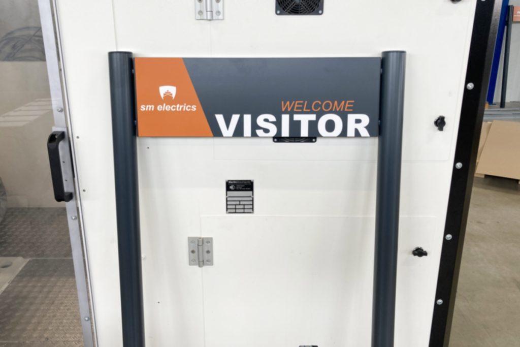 ParkSign aus Aluminium pulverbeschichtet nach RAL oder DB Farbtonkarte mit hochwertiger Folierung mit runden Pfosten zum einbetonierenden Parkplatzschild